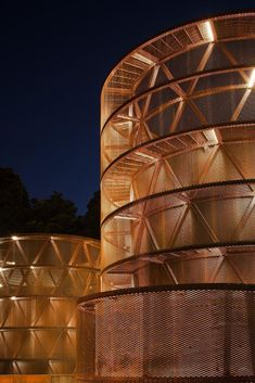 Interactive Museum of the History of Lugo (Spain). By Nieto Sobejano Arquitectos. City Architecture, Contemporary Architecture, Architecture Details, Modern Buildings, Beautiful Buildings, Interactive Museum, Round Tower, Facade Lighting, Built Environment