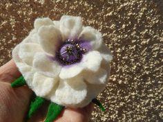 White flower broochfelt flower broochwhite by FashionFeltProducts