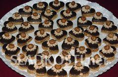Nugátová srdíčka s oříškem Czech Recipes, Christmas Cookies, Cooker, Biscuits, Pie, Food, Wafer Cookies, Cookies, Xmas Cookies