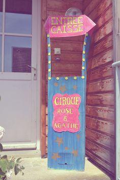 déco anniversaire cirque, mariage cirque, stand entrée, caisse cirque