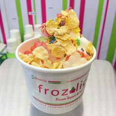 """@frozilicious's photo: """"Ways to have an awesome weekend: Grab a cup of your own DIY froyooo!  This one has some strawberry and lychee boba, Fruity Pebbles and Frosties cereal. YUMS!  #frozilicious #frozenyogurt #halalsg #sghalal #sgdessert #sgfood #sgfoodies #sgeats #sgmakan"""""""