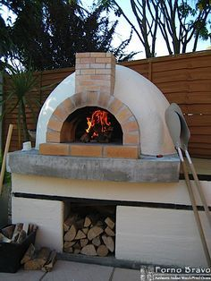 How To Build a Wood Fired Pizza Oven in Your Backyard Home Pizza Oven, Build A Pizza Oven, Pizza Oven Outdoor, Pizza Oven Outside, Wood Oven, Wood Fired Oven, Wood Fired Pizza, Backyard Fireplace, Fireplace Ideas