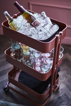 Host a Big Game party without the time-outs. You won't have to miss a single play—or commercial—with a rolling cart, like the IKEA RÅSKOG cart, that keeps snacks handy. Raskog Ikea, Drinks Trolley Ikea, Ikea France, Globe Bar, Drink Cart, Drink Mixer, Utility Cart, Party Hacks, Storage Cart