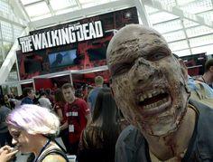 """The Walking Dead"" lleva apocalipsis zombi a Universal Studios"