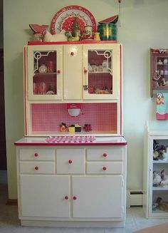 Hoosier Cabinet---The inspiration for my microwave stand redo. Red paint on the knobs and trim, red check fabric to back it Red And White Kitchen, Red Kitchen, Kitchen Decor, Micro Kitchen, Cozy Kitchen, Kitchen Things, Vintage Decor, Vintage Furniture, Painted Furniture