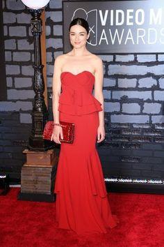 evening dress collocation | The secondlook: Uma Thurman's close-fit red evening dress.