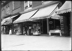 Looking west along the north side of Queen towards where the Rivoli is today – early 1930's.
