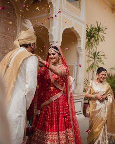 Indian Wedding Couple Photography, Indian Wedding Photos, Indian Bridal Outfits, Indian Bridal Fashion, Bride Photography, Indian Designer Outfits, Indian Dresses, Bridal Dresses, Indian Weddings