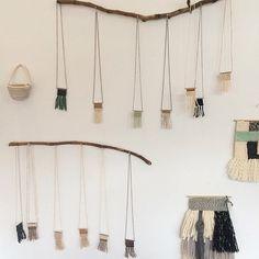 Tissé de collier pendentif / tissage de fibre par wabisabitextileco