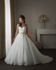 Hot Sale Ball Gown Lace Timmed Organza Floor-length Plus Size Wedding Dresses Nz. Lace Wedding Dresses - silhouette Ball Gown hemline/train Chapel Train trend collections Spring 2014 neckline Strapless, Sweetheart body shape Plus Size fabric Lace style Ch Bonny Bridal Wedding Dresses, Bridal Gown Styles, Wedding Dress Organza, Wedding Dresses 2014, Sweetheart Wedding Dress, Princess Wedding Dresses, Wedding Dress Styles, Bridal Gowns, Bridesmaid Dresses