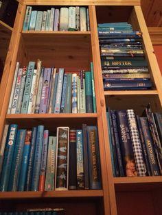 Fargesortering av bøker.