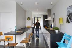 In beeld: de gevel van dit smal rijhuis verbergt een verrassende woning met speelse niveauverschillen - Renovatie - Ik Ga Bouwen.be