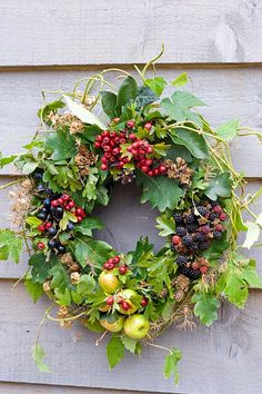 Summer berry wreath filled with apples, raspberries, currants, and vines. Simple and beautiful. Autumn Wreaths, Holiday Wreaths, Christmas Decorations, Wreaths And Garlands, Door Wreaths, Fruits Decoration, Corona Floral, Raindrops And Roses, Berry Wreath