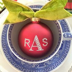 These monogrammed Christmas place cards couldn't be easier to make!
