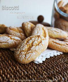 Biscotti fatti e rifatti e sempre divorati ad altissima velocità. Ho sempre amato questo tipo di biscotti, friabili e che si inzup...