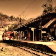 小駅にて / Small station - @ue_mac- #webstagram Marketing Ideas, Train Station, Mac, March, Poppy