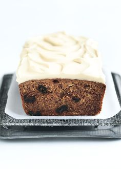Donna Hay banana and date bread with maple cream cheese icing. easy n delish without the frosting, she has other variations too Chocolate Bread Recipe, Coconut Bread Recipe, Banana Bread Recipes, Loaf Recipes, Baking Recipes, Dessert Recipes, Brunch Recipes, Date Bread, Donna Hay Recipes