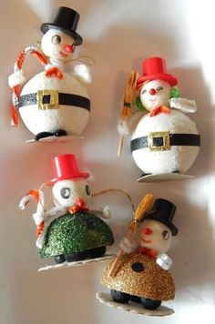 Vintage Christmas Ornaments 4 Snowmen Top Hats Glitter Pipe Cleaner Japan Z Vintage Christmas Crafts, Retro Christmas Decorations, Vintage Christmas Images, Snowman Decorations, Old Fashioned Christmas, Antique Christmas, Christmas Past, Vintage Ornaments, Christmas Items