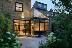 Blee Halligan Architects have extended Highbury Hill House in London, using Crittall-style glazing to encase the single-height space. Glass Extension, Rear Extension, Extension Ideas, Crittall Extension, Orangery Extension, Side Return Extension, Terraced House, Victorian Terrace House, Victorian Homes