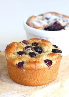 Breakfast tarts with banana and blueberries low - ENJOY! The Good Life - Breakfast tarts with banana and blueberries low carbohydrate – ENJOY! The Good Life - Healthy Cake Recipes, Healthy Baking, Gourmet Recipes, Healthy Snacks, Dinner Recipes, Table D Hote, Snacks Für Party, Clean Eating Snacks, Food Inspiration