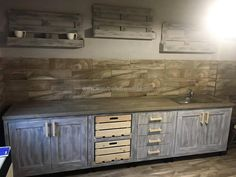 10 Creative Ideas for Dining Room Walls Wood Pallet Furniture, Cheap Furniture, Wood Pallets, Furniture Making, Kitchen Furniture, Reclaimed Wood Kitchen, Rustic Kitchen, Vintage Kitchen, Kitchen Cabinet Styles