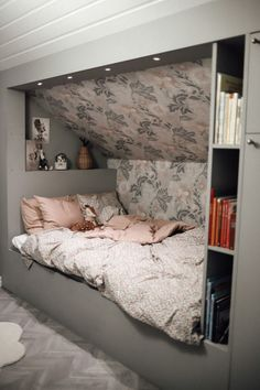 Attic Bedroom Small, Attic Bedroom Designs, Attic Bedrooms, Upstairs Bedroom, Rooms Decoration, Garden Decorations, Bed Nook, Loft Room, A Frame House
