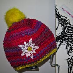 Knollhuber pink bommel Urtyp Kunstfellbommel edelweiss rosa handmade crochet beanie pinkbommel rot gelb