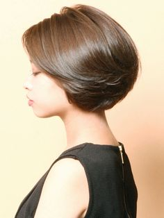 These short bob hairstyles are trendy. Short Hair With Layers, Layered Hair, Short Hair Cuts, Haircuts For Fine Hair, Short Bob Hairstyles, Shot Hair Styles, Medium Hair Styles, Curly Hair Styles, Hair Today