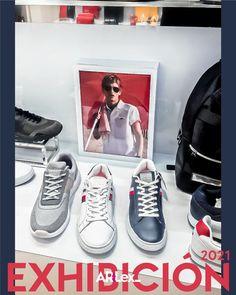 Material P.O.P. como ambientación de la exhibición de producto, calzado en esta ocasión para la tienda Tommy Hilfiger. #tommyhilfiger Tommy Hilfiger, Visual Merchandising, Converse, Sneakers, Shoes, Fashion, Product Display, Over Knee Socks, Store
