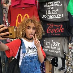 I really want a salopette! How To Make Afro Hair Grow, Growing Afro Hair, Girls Tumblrs, 90s Fashion, Fashion Beauty, Pretty People, Beautiful People, Curly Hair Styles, Natural Hair Styles