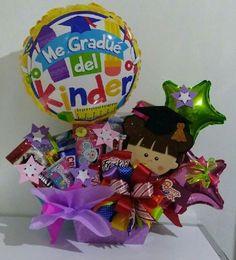 arreglos para graduacion de kinder niño Graduation Bouquet, Graduation Flowers, Candy Bouquet, Balloon Bouquet, Holiday Baskets, Gift Baskets, Homeade Gifts, Weird Gifts, Decorated Shoes