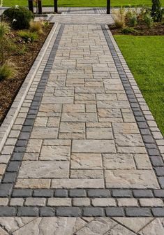 Walkways To Front Door This walkway landscaping idea is inspired by our Blu 60 Slate Aged slab. This patio slab is a more rugged version of the Blu Slate … Backyard Walkway, Patio Slabs, Paver Walkway, Front Yard Landscaping, Patio Stone, Stone Walkways, Slate Patio, Landscaping Ideas, Slate Walkway