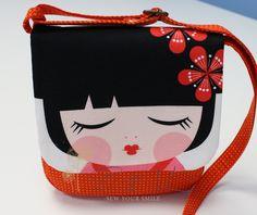 """Malá+kabelka+kolekce+""""Hello+Tokyo""""+velikost+kabelky+21x19cm+popruh+max+100cm+kolekce+látek+""""Robert+Kaufman+Fabrics,+Lisa+Tilse,+Hello+Tokyo""""/vyztužená+RONAR+FIX+monžno+praní+na+30,+bez+aviváže+!+neždímat+!"""