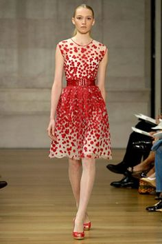 See the complete Oscar de la Renta Resort 2007 collection.