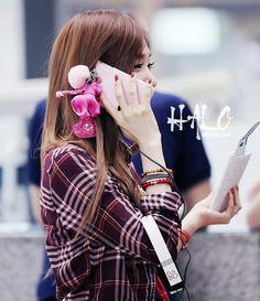 SNSD Tiffany airport fashion and cute phone <3