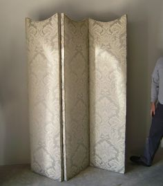 damask folding screen; Interesting curves at the top I like this folding screen for my bedroom. I know the name of it now...