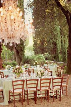 I'd like to plan our next family party here! Wonder if I would re-create this in our backyard?