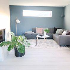 Hverdag. Living Room Inspiration, Living Room Decor, Family Room, Sweet Home, New Homes, House Design, Interior Design, Table, Furniture