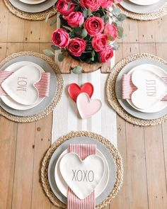 valentines day romantic The Yellow Brick Home - Five Inspiring Valentines Day Tablescapes Valentines Day Tablescapes, Valentines Day Dinner, Valentines Day Decorations, Valentine Day Love, Valentine Day Crafts, Valentine Table Decor, Valentinstag Party, Saint Valentine, Watercolor Card
