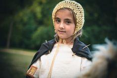 Dívka z mladší doby bronzové. Late Bronze Age Girl. Photo D. Bek, Reconstruction of Dress K. Urbanová.