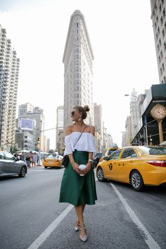 FLATIRON #NYFW EEUU - Bartabac. White off the shoulder top+green midi skirt+taupe Valentino Rockstud pumps+black crossbody bag+sunglasses+earrings. Summer Event Outfit 2016