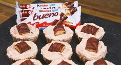 Ingredients: – 200g digestive biscuits – 80g butter – 600g cream cheese – 175g icing sugar – 225g Kinder bars – Kinder Buenos Method: For the base, blend up digestive biscuits. Then mix in melted butter. Spoon the mix into cupcake wrappers and refrigerate for 30 minutes. For the cheesecake filling, whisk together the cream ...