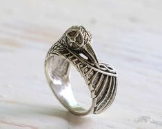 Twist Circle Ring in Sterling Silver, sterling silver circle ring, hammered silver infinity ring, delicate thin silver ring - Fine Jewelry Ideas Alternative Engagement Rings, Antique Engagement Rings, Diamond Alternatives, Vintage Diamond, Vintage Rings, Antique Rings, Delicate Rings, Baguette Diamond, Silver Man