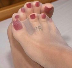 Down 2 Feet - pantyhose heels Sexy Zehen, Bas Sexy, Cute Toes, Pretty Toes, Feet Soles, Women's Feet, Pantyhosed Legs, Talons Sexy, Painted Toes