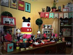 Mickey Mouse Vintage Birthday party | CatchMyParty.com