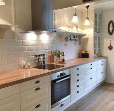 magnificient small kitchen design ideas on a budget 10 Kitchen Interior, Home Decor Kitchen, Kitchen Design Small, Kitchen Remodel, Kitchen Remodel Small, Country Kitchen, Home Kitchens, Kitchen Renovation, Kitchen Design