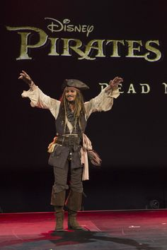 """D23 Expo 2015: Walt Disney Studios dazzles Disney fan event with """"Star Wars,"""" Marvel, Jack Sparrow, and more movie madness"""