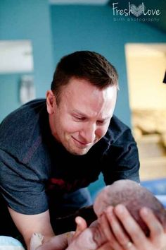 28 Incredibly Touching Photos Of Fathers Seeing Their Babies For The First Time