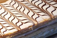 Mille feuille facile avec thermomix Easy mille-feuille with thermomix. Here is a recipe for Mille fe Dessert Thermomix, Robot Thermomix, Easy Cake Recipes, Dessert Recipes, Bread Cake, Breakfast Cake, Easy Food To Make, Cakes And More, Deserts