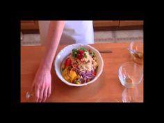 Przepis na Krewetki Z Grilla Z Sałatką Z Mango Po Wietnamsku. Idealna Potrawa na grilla. Jest szybka w przygotowaniu i bardzo dobra. Krewetki są dość ostre, ale słodki smak sałatki łamie ten smak